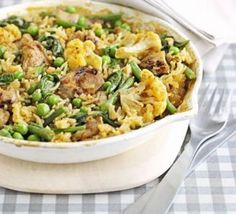 Keep the washing-up down to an absolute minimum with this one-pot supper - you can even eat it out of the cooking dish! One pot chicken pilaf with veggies. Chicken Pilaf Recipe, Chicken Recipes, Chicken Meals, Turkey Recipes, Cooking Dishes, Cooking Recipes, Batch Cooking, Bbc Good Food Recipes, Healthy Recipes
