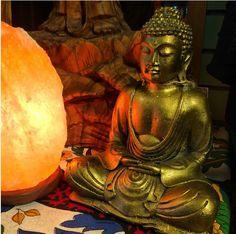 Lámpara de sal y figura de Buda. Paz y harmonía! Consigue los tuyos en www.meigacelta.com