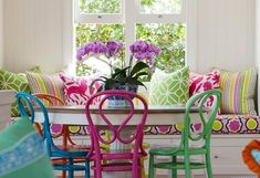 Bright colourful breakfast nook room with round dining table bentwood chairs & window seat with cushions Room Colors, House Colors, Home Design, Bentwood Chairs, Deco Boheme, Colorful Chairs, Colorful Rooms, Colorful Pillows, Kitchen Nook