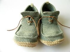 These crochet shoes are adorable!!  Anatomía: me acabo de enamorar....