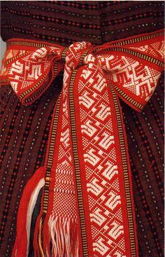 FolkCostume&Embroidery: Costume of Kapsai region, Lithuania
