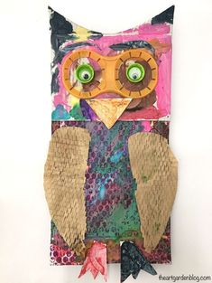 Upcycled Owls: Make these fun owls using recycled materials! Fun crafts for kids / Cardboard crafts / Recycled Art / Animal Craft / Bird Art Animal Art Projects, Fall Art Projects, Recycled Art Projects, Animal Crafts, Recycled Crafts, Projects For Kids, Crafts For Kids, Arts And Crafts, Fun Crafts