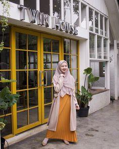 New womens fashion dresses modest beautiful Ideas Hijab Casual, Ootd Hijab, Modest Dresses, Modest Outfits, Casual Dresses, Hijab Styles, Women's Fashion Dresses, Skirt Fashion, Hijab Fashionista