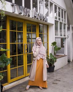 New womens fashion dresses modest beautiful Ideas Modest Dresses, Modest Outfits, Casual Dresses, Hijab Casual, Hijab Mode Inspiration, Hijab Stile, Hijab Fashionista, Foto Fashion, Outfit Trends