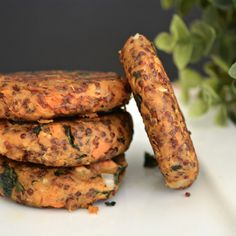 These sweet potato and quinoa patties are full of flavor, with added walnuts for a bit of texture! These sweet potato and quinoa patties are full of flavor, with added walnuts for a bit of texture! Sweet Potato Patties, Sweet Potato Burgers, Quinoa Sweet Potato, Red Quinoa Recipes, Vegetarian Recipes, Healthy Recipes, Vegan Meals, Free Recipes, Freezable Meals