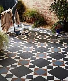 Grosvenor Black/Blue | Topps Tiles