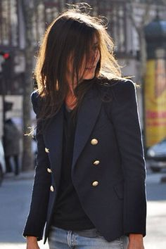 Emmanuelle Alt, Vogue Paris love this blazer Emmanuelle Alt Style, Look Fashion, Autumn Fashion, Street Fashion, Fashion Shoes, Girl Fashion, Fashion Tips, Style Parisienne, Look Blazer