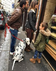 Waiting for a #snack while #walking the #dog #Dalmatian on the #rueMouffetard #Paris (at Au P'tit Grec)