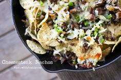 Quick and Delicious Easy Nachos Recipe Yummy Appetizers, Appetizer Recipes, Food In A Minute, Beef Bourguignon, Smoked Brisket, Tortilla Chips, Nachos, Cheesesteak