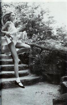 saloandseverine:  Vogue Paris August 2006, Beau chic, bons Genres Snejana Onopka by Patrick Demarchelier