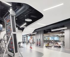 John Friedman Alice Kimm Architects Converts UCLA Garage into Airy Fitness Center, John Friedman Alice Kimmwinkel Architects Converts UCLA Garage un.Airy Fitness Center John Friedman Alice Kimmwinkel Architects converte il garage U. Gym Design, Fitness Design, Alice, Gym Interior, Luxury Office, Luxury Gym, Gym Room, Fitness Photoshoot, Inside Design