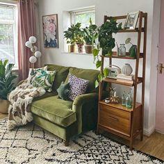 Boho Living Room, Home And Living, Cozy Eclectic Living Room, Vintage Living Rooms, Eclectic Bedroom Decor, Hipster Living Rooms, Artistic Bedroom, Earthy Living Room, Mid Century Bookshelf