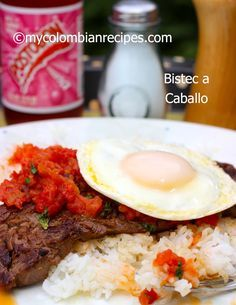 Bistec a caballo - Skirt steak, an egg, and some salsa with some patacones. This is a quick family friendly meal particularly if you have a hungry man you want to please. Colombian Dishes, My Colombian Recipes, Colombian Food, Veal Recipes, Cuban Recipes, Fun Easy Recipes, Easy Meals, Kitchen Recipes, Cooking Recipes