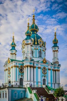 Saint Andrew's Church is a major Baroque church located in Kiev, the capital of Ukraine. The church was constructed from to a design by the Italian architect Bartolomeo Rastrelli. It is sometimes incorrectly referred to as a cathedral. Church Architecture, Beautiful Architecture, Beautiful Buildings, Russian Architecture, Beautiful World, Beautiful Places, Photo Chateau, Kiev Ukraine, Cathedral Church
