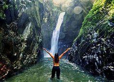 Essa é a Cachoeira das Andorinhas - Petar - SP. Uma das...