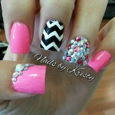 #blingnails #bling #chevronnails #chevron