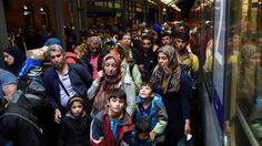 En ouvrant les frontières de l'Allemagne aux migrants, Merkel s'est dessinée une auréole qu'elle veut imposer au front de toute l'Europe, État après État.