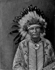 Shoots The Enemy - Yanktonai (Crow Creek Band) - 1909