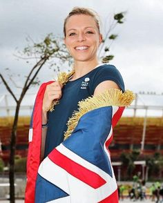 Kate Richardson-Walsh carried the flag for Team GB at the Rio 2016 closing ceremony.