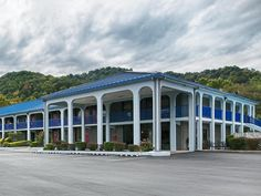 Barbourville (KY) Best Western Wilderness Trail Inn United States, North America The 2-star Best Western Wilderness Trail Inn offers comfort and convenience whether you're on business or holiday in Barbourville (KY). The hotel offers a high standard of service and amenities to suit the individual needs of all travelers. Service-minded staff will welcome and guide you at the Best Western Wilderness Trail Inn. Guestrooms are designed to provide an optimal level of comfort with w...