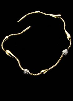 Drops Collection -- Bracelet in 18K yellow gold with drops of diamond clusters.