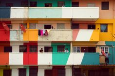 Somos Luz, obra de Boa Mistura y los vecinos del edificio Begonia I. Chorrillo, Ciudad de Panamá, Panamá, 2013.
