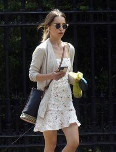 Emilia Clarke, How To Look Pretty, White Dress, Handsome, London, Celebrities, Beautiful, Dresses, Women