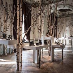 """HERMÈS, Paris France """"Presenta su colección de zapatos de AW en un bosque imaginario"""", (Presents her collection of shoes Autumn/Winter in an imaginary forest), pinned by Ton van der Veer"""