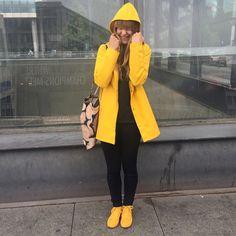 Stutterheim Stockholm raincoat in yellow. Girls Wear, Women Wear, Rainy Day Fashion, Yellow Raincoat, Hooded Raincoat, Rain Wear, Girls In Love, Lady, Accessories