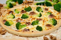 Pizza Novara Broccoli, Pizza, Vegetables, Food, Veggies, Veggie Food, Meals, Vegetable Recipes, Yemek