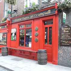 Temple Bar, Dublin. Good beer, good music, good cheese platter. Best Cheese Platter, Cheese Platters, Coffee Music, Temple Bar, Garden Living, Beer Bar, Best Beer, Guinness, Coffee Cans