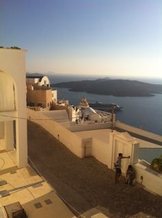 """See 1742 photos and 70 tips from 12063 visitors to Φηρά (Fira). """"Biggest village, and """"capital"""" of island. Opera House, Greece, Island, Heart, Building, Places, Travel, Greece Country, Viajes"""