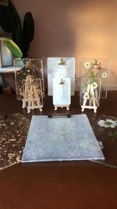 Diy Resin Art, Diy Resin Crafts, Diy Crafts For Gifts, Diy Home Crafts, Diy Art, Paper Crafts, Craft Business, Etsy Business, Resin Charms