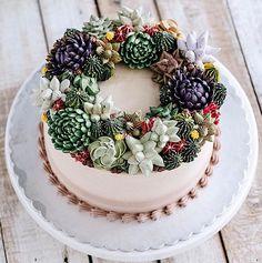 Apaixonada pela confeitaria, a chefIvenoven inspirou-se na beleza de cactos e suculentas para recriar bolos e cupcakes que mais parecem terrários!