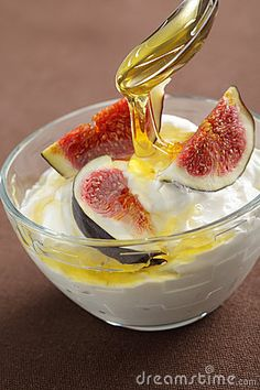 Greek yogurt with sliced figs and honey