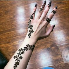 Floral Latest Mehndi Designs 2019 For Hands, There is the growing trend of mehndi designs, also known as henna tattoo designs which is now the main element for women. Mehndi Designs Finger, Henna Tattoo Designs Simple, Arabic Henna Designs, Mehndi Designs 2018, Unique Mehndi Designs, Wedding Mehndi Designs, Mehndi Designs For Fingers, Beautiful Henna Designs, Beginner Henna Designs