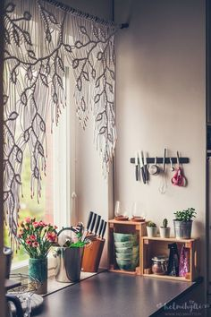 DIY macrame curtain, irregular ivy pattern. Saw these images used for someone's promotional pin that had nothing to do with the project. Consider this a correction