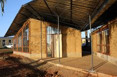 s2arch and RWTH aachen university build a new school in south africa / construction of the cob walls
