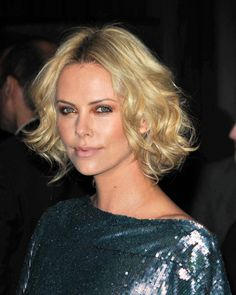 Reader request: Haircuts and styles for naturally curly hair. Charlize Theron blonde and wavy.  Must show #Tusi