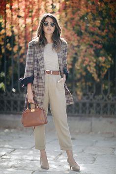 jacket: Storets (au/w pants: Zara (au/w bag: Fendi shoes: Mango (old) sunglasses: Ray Ban sweater: Mango (old) Madrid Street Style, Autumn Street Style, Casual Friday Outfit, Casual Winter Outfits, Minimalist Fashion Women, Looks Style, Fashion Outfits, Fashion Hats, Fashion Top