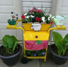 Recycling old grill into this cute flower pot container. From country western lifestyle on Facebook.