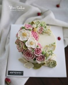 Rice cake class. White Bean paste flower. Made by_student . .  Vivi cake vivicakeclass@gmail.com . . .  #flowercake #korea #design #cake #cupcakes #flowercakeclass #cakeclass #flowers #riceflower #koreaflowercake #koreanflowercake #piping #rice #riceflowercake #wilton #wiltoncake #ricecakeflowercake #koreanbuttercream #flowers #baking #beanpaste #beanpasteflower #seoul #hongdae #cakeicing #플라워케이크 #떡케이크 #Ricecake #vivicake #앙금플라워 #쌀베이킹