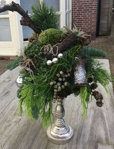 Can you Want a great living space decoration concept? Outdoor Christmas, Christmas Time, Christmas Wreaths, Xmas, Handmade Christmas Decorations, Christmas Centerpieces, Holiday Decor, Deco Floral, Arte Floral