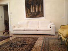 Nostra recente realizzazione divano su misura mod. TOLOMEO. Rivestimento sfoderabile in cotone MULBERRY, per nostro cliente di Padova.  www. scandaletti.it