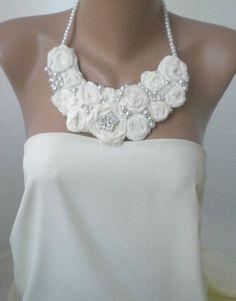 Handgemachte Halskette Rosette bib-Hochzeiten von Handmade by Semra Ascioglu auf DaWanda.com