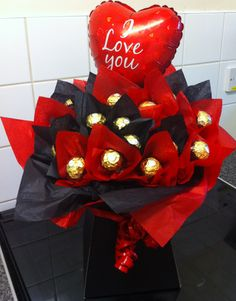 Valentines Bouquet - 2 dozen Ferrero Rocher displayed in a Black Box and in the colours of Black and Red - also with an 'I Love You' balloon Diy Valentine's Bouquet, Candy Bouquet Diy, Valentine Bouquet, Gift Bouquet, Valentines Flowers, Teacher Candy Bouquet, Bouquet Box, Bouquet Flowers, Dried Flowers