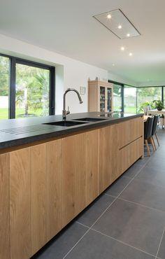 landelijk greeploze keuken Kitchen Decor, Small Kitchen Decor, Kitchen Flooring, Kitchen Decor Dark Cabinets, Kitchen Interior, Kitchen Renovation, Kitchen Appliances Design, Cosy Kitchen, Rustic Kitchen
