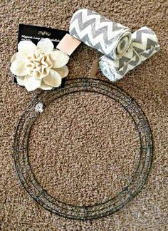 DIY Burlap Wreath 2 rolls of four inch burlap, wire frame, embellishment of your choice--very easy. Like the chevron burlap Burlap Projects, Burlap Crafts, Wreath Crafts, Diy Wreath, Burlap Wreaths, Wreath Ideas, Wreath Making, Diy Projects, Door Wreaths
