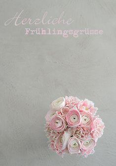 strauss mit tulpen und ranunkeln wunderschön-gemacht: frühlingsrosa-grau