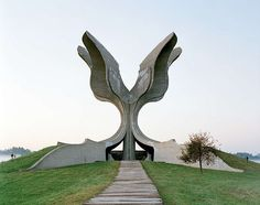 These structures were commissioned by former Yugoslavian president Josip Broz Tito in the 1960s and 70s to commemorate sites where WWII battles took place (like Tjentište, Kozara and Kadinjača), or where concentration camps stood (like Jasenovac and Niš). They were designed by different sculptors (Dušan Džamonja, Vojin Bakić, Miodrag Živković, Jordan and Iskra Grabul, to name a few) and architects (Bogdan Bogdanović, Gradimir Medaković...), conveying powerful visual impact to show the confid...